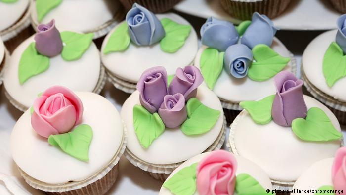 Small cakes, Copyright: picture alliance/chromorange