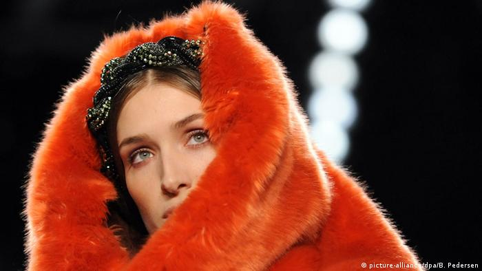 Model at Berlin Fashion Week wearing orange fur hat by Anja Gockel, Photo: BRITTA PEDERSEN/dpa
