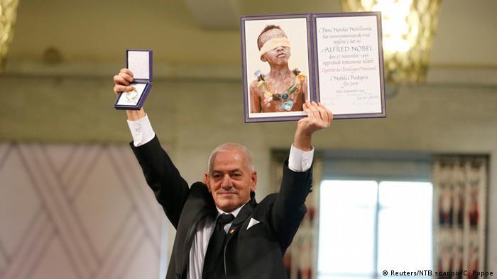 جایزه صلح نوبل سال ۲۰۱۵ میلادی به هیأت چهارگانه گفتوگوی ملی تونس رسید. کمیته صلح نوبل اعلام کرد، کوششهای هیأت یادشده در جهت برقراری دمکراسی در تونس پس از بهار عربی آن را شایسته دریافت این جایزه کرده است.