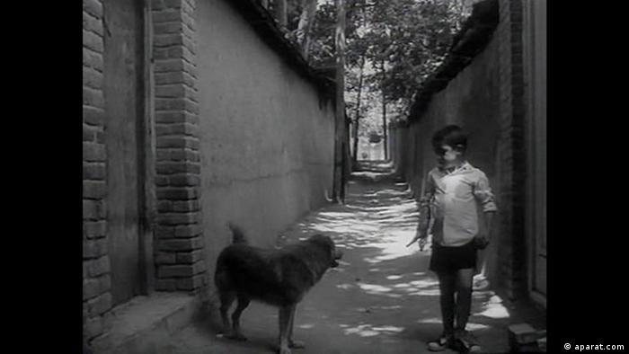 نمایی از نان و کوچه اولین فیلم کیارستمی با کانون