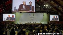 French Foreign affairs minister and acting president of the COP21, Laurent Fabius is seen on giant screens during the 'Committee of Paris' plenary work session during the COP21, United Nations Climate Change Conference in Le Bourget, north of Paris, France, Wednesday, Dec. 9, 2015. (AP Photo/Francois Mori) (eingest. sc)