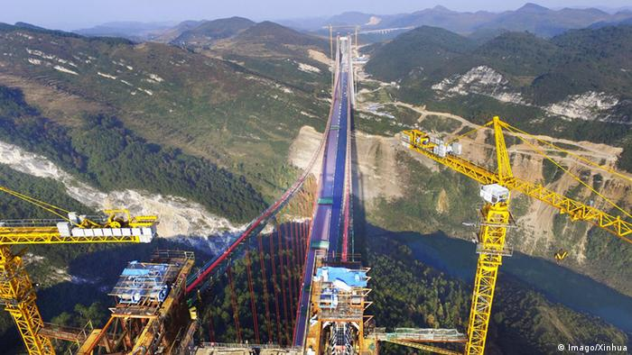 China Bau der größten Brücke der Welt Qingshui