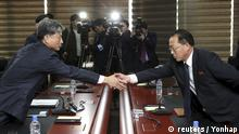 ***11.12.2015/// South Korean Vice Unification Minister Hwang Boogi (L) shakes hands with his North Korean counterpart Jon Jong Su during their meeting at the Kaesong Industrial Complex in Kaesong, North Korea, December 11, 2015. REUTERS/Korea Pool/Yonhap ATTENTION EDITORS - THIS PICTURE WAS PROVIDED BY A THIRD PARTY. REUTERS IS UNABLE TO INDEPENDENTLY VERIFY THE AUTHENTICITY, CONTENT, LOCATION OR DATE OF THIS IMAGE. EDITORIAL USE ONLY. NOT FOR SALE FOR MARKETING OR ADVERTISING CAMPAIGNS. NO RESALES. NO ARCHIVE. THIS PICTURE IS DISTRIBUTED EXACTLY AS RECEIVED BY REUTERS, AS A SERVICE TO CLIENTS. SOUTH KOREA OUT. NO COMMERCIAL OR EDITORIAL SALES IN SOUTH KOREA. Copyright: reuters / Yonhap