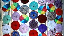 Titel: Regenschirm Bildbeschreibung: Unter Regenschirm in Teherans Basar. Stichwörter: Iran, KW50, Regenschirm, Quelle: MEHR Lizenz: Frei