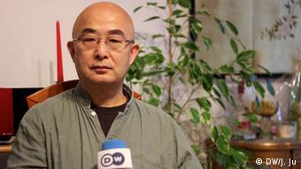 Chinesische Schriftsteller Liao Yiwu - DW-Interview in Köln (DW/J. Ju)