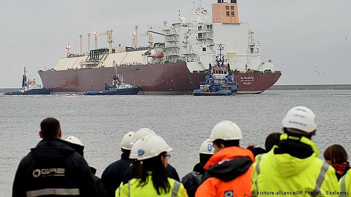 11 декабря 2015: прибытие в порт Свиноуйсьце первого танкера с СПГ из Катара