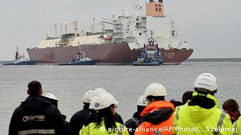 Танкер с СПГ в польском порту