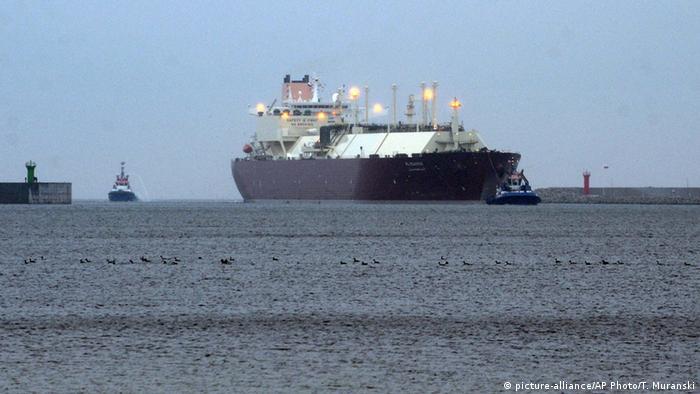 Polen Gas Hafen Swinoujscie Schiff (picture-alliance/AP Photo/T. Muranski)