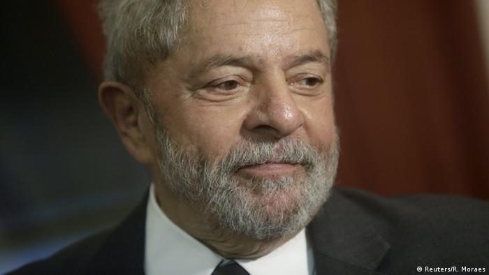 Lula É  Um Santo - Magazine cover