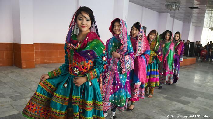 Afghanistan Mode Kleidung Modeschau (Getty Images/AFP/W. Kohsar)