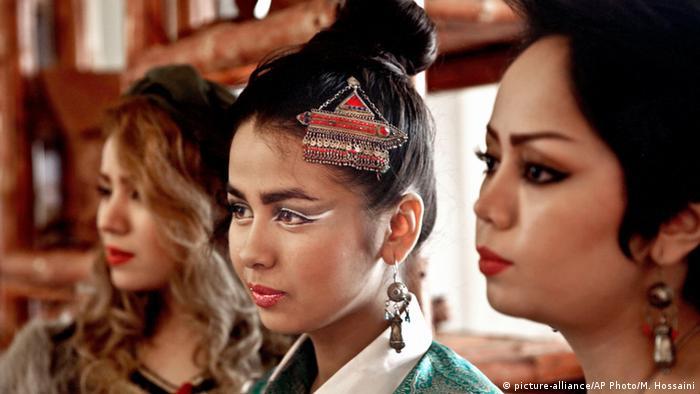 Afghanistan Mode Kleidung Modeschau (picture-alliance/AP Photo/M. Hossaini)