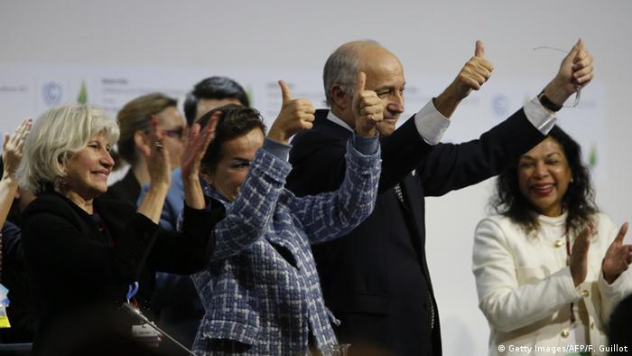 Frankreich Cop21 Klimagipfel in Paris Klimaabkommen beschlossen (Getty Images/AFP/F. Guillot)