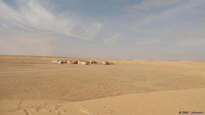 Sand dunes outside the town of Mos Espa (Copyright: E Lehmann)