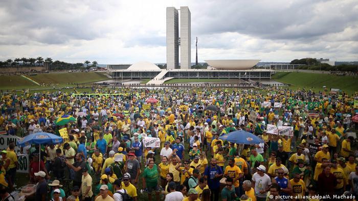 Brasil: Cai o apoio à democracia