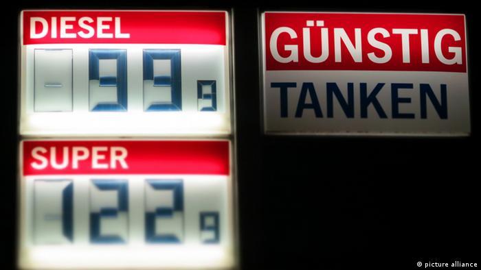 Табло бензоколонки с ценами на дизель и 95-й бензин