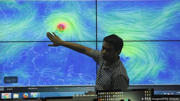 Typhoon Melor makes landfall in Philippines