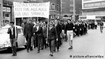Διαδήλωση Ισπανών εργαζομένων το 1962 στο Ανόβερο ζητώνρας «κοινωνική δικαιοσύνη για όλους»