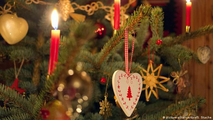Symbolbild Weihnachten (picture-alliance/dpa/S. Stache)