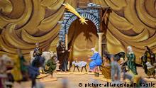 Zinn-Krippe aus Österreich ist am 09.12.2015 im Krippenmuseum in Oberstadion (Baden-Württemberg) ausgestellt. Foto: Felix Kästle/dpa (zu lsw Meldung: «Museum zeigt Krippen von Finnland bis Malta» vom 15.12.2015) +++(c) dpa - Bildfunk+++ picture-alliance/dpa/F. Kästle
