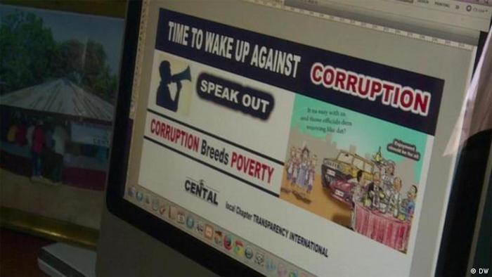 На экране монитора титульная картинка доклада Transparency International.