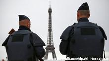 Symbolbild Paris Terror Polizei (picture-alliance/dpa/G. Horcajuelo)