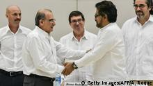 15.12.2015 *** The head of the Colombian government delegation to the peace talks, Humberto de la Calle (L) and the head of the FARC-EP delegation Ivan Marquez (R) shake hands after the signing of the agreement on victims of the conflict at Convention Palace in Havana, on December 15, 2015. AFP PHOTO/ADALBERTO ROQUE / AFP / ADALBERTO ROQUE (Photo credit should read ADALBERTO ROQUE/AFP/Getty Images) Getty Images/AFP/A. Roque