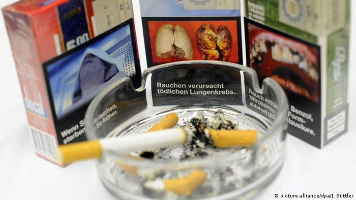 Deutschland Bundeskabinett billigt Schockbilder auf Zigarettenpackungen (picture-alliance/dpa/J. Güttler)