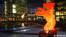 Der Berlinale-Bär am Potsdamer Platz in Berlin bei der Berlinale 2002. Foto: Richard Hübner, Berlinale 2008 Eine Veröffentlichung ist ausschließlich im Rahmen einer redaktionellen Berichterstattung über die Berlinale gestattet.