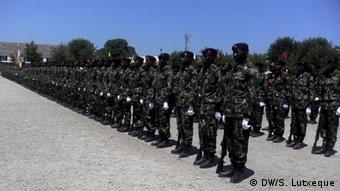 Mosambik, Absolventen der Militärakademie in Nampula