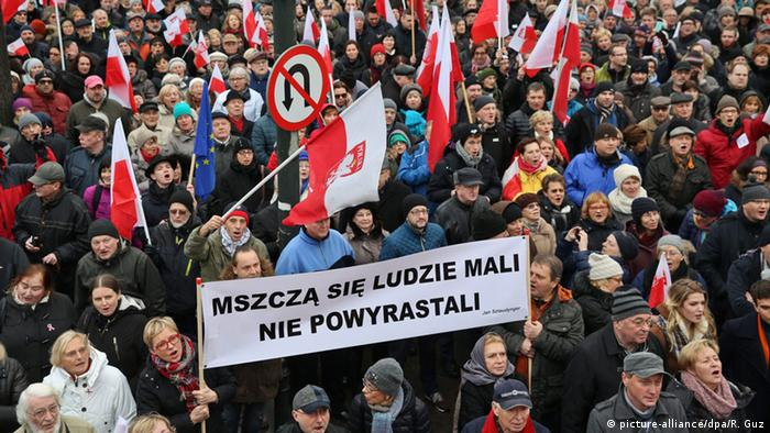 Polen Demonstration vor dem Parlament in Warschau