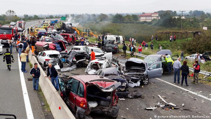 Griechenland Autobahn Egnatia - Unfall (picture-alliance/dpa/S. Barbarousis)