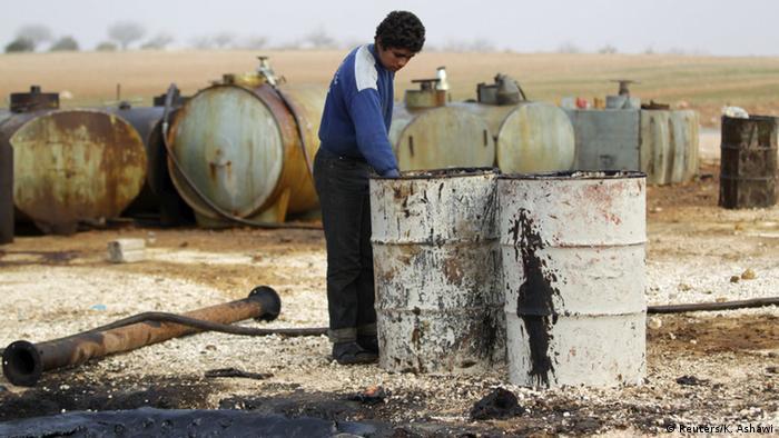 Syrien Behelfsmäßige Ölraffinerie