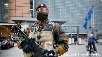 Bruksel, në rrugë patrullon ushtria