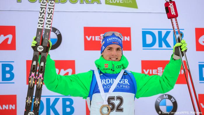 Simon Schempp auf dem Siegerpodest. Foto: Getty Images