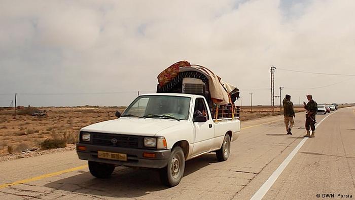 People from Sirte flee in trucks and cars heading for Misrata