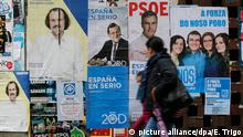 epa05070308 People walk next to the electoral posters of different parties in Lugo, Galicia, Spain on 15 December 2015. Spain will held general elections on 20 December 2015. EPA/ELISEO TRIGO +++(c) dpa - Bildfunk+++ picture alliance/dpa/E. Trigo