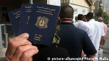 Syrische Pässe Visum Visa Pass (picture-alliance/AP Photo/H. Malla)