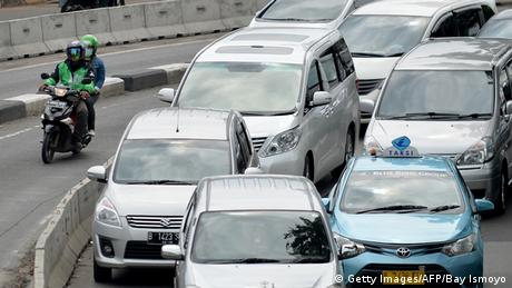 Indonesien Verkehr via Internet (Getty Images/AFP/Bay Ismoyo)