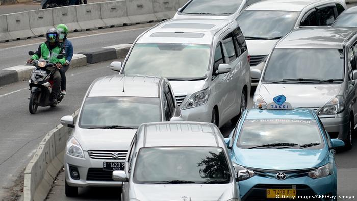 Indonesien Verkehr via Internet (Getty Images/AFP/Bay Ismoyo)