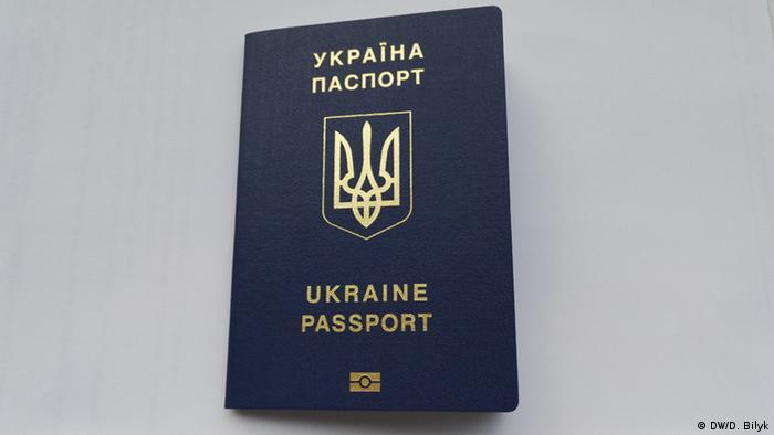 Ukraine biometrischer Reisepass (DW/D. Bilyk)