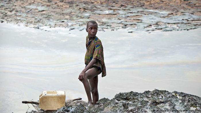 Nigeria Niger Delta Ölverschmutzung Kind Öl