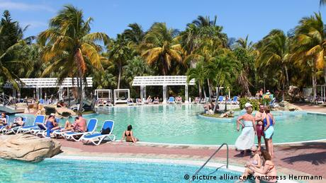 Kuba Havanna Tourismus Hotel Pool (picture alliance/Eventpress Herrmann)