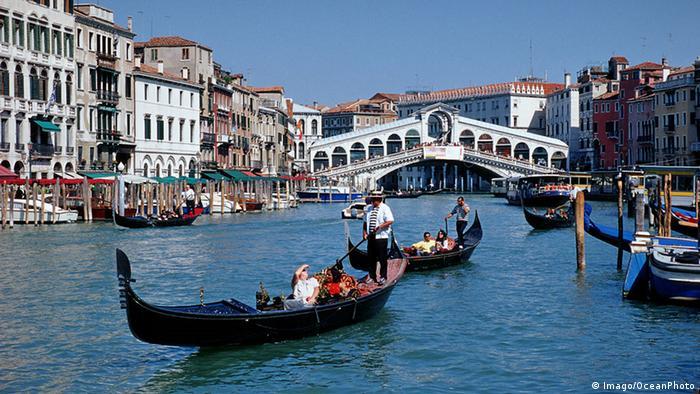 Italien Venedig Rialto Brücke (Imago/OceanPhoto)