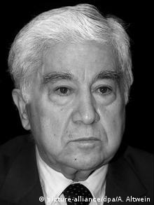 عزیز نسین در طول زندگی بیش از ۲۰۰ بار به دادگاه احضار شد