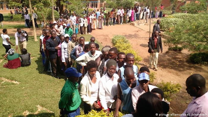 People line up to vote in the 2015 referendum