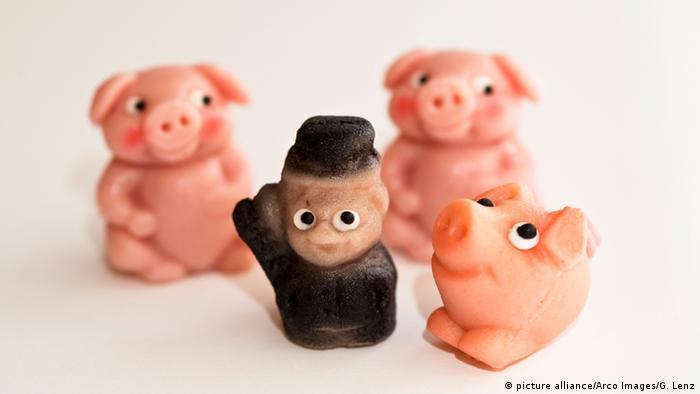 Марципановые свинки и трубочист - традиционные новогодние презенты в Германии