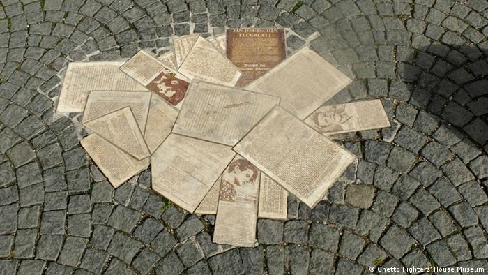 Panfletos de La rosa blanca contra los nazis: exhibición en el Ghetto Fighter's House Museum de Israel.