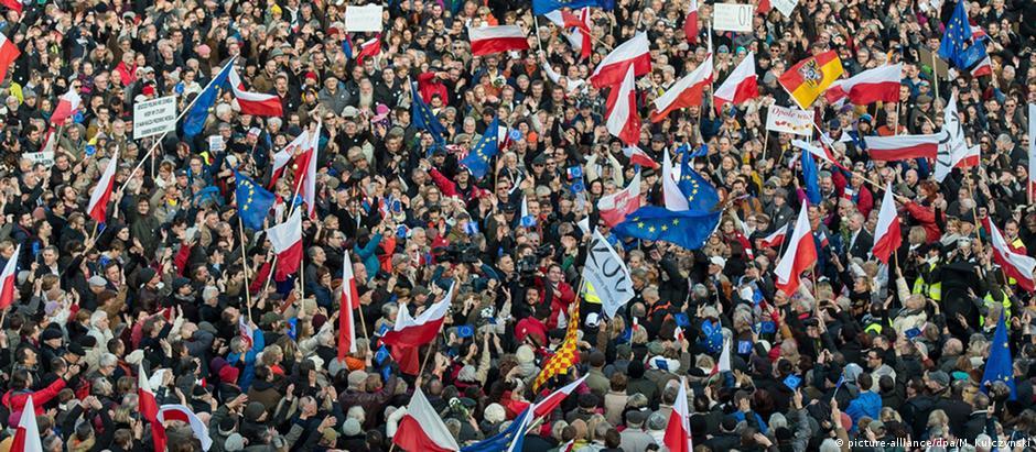 População de Wroclaw foi às ruas protestar contra governo