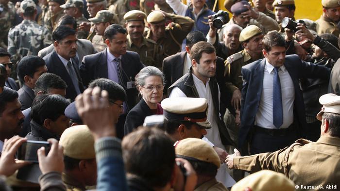 Indien Sonia Gandhi und Rahul Gandhi Ankunft Gericht (Reuters/A. Abidi)