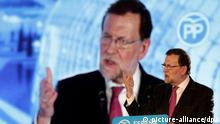 Spanish Prime Minister and candidate Mariano Rajoy speaks during the last election campaign event in Valencia, Spain, 18 December 2015. Spain will hold general elections on 20 December 2015. EPA/MANU BRUQUE +++(c) dpa - Bildfunk+++